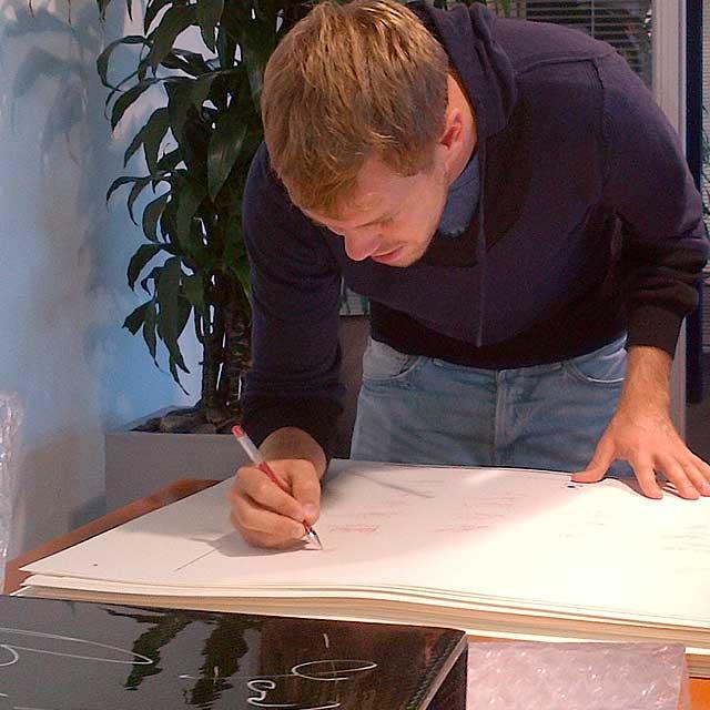 f1-vettel-signature